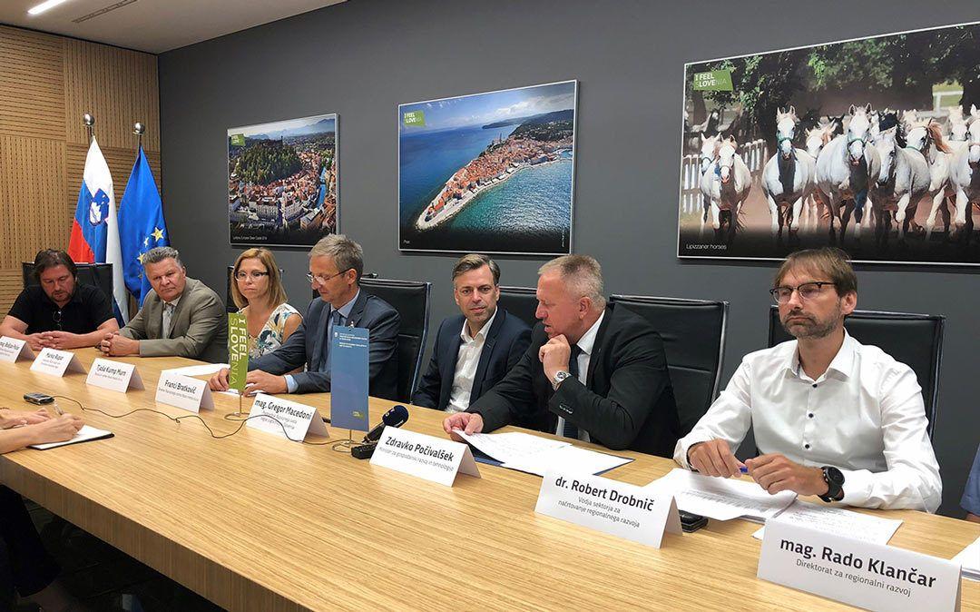Vabilo na novinarsko konferenco: Podpisana dopolnitve Dogovora za razvoj regije JV Slovenija