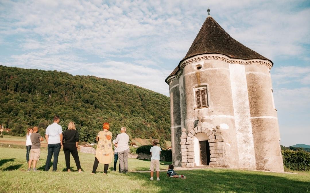 Postanite lokalni turistični vodnik Dolenjske   Rok: 27. 10. 2021